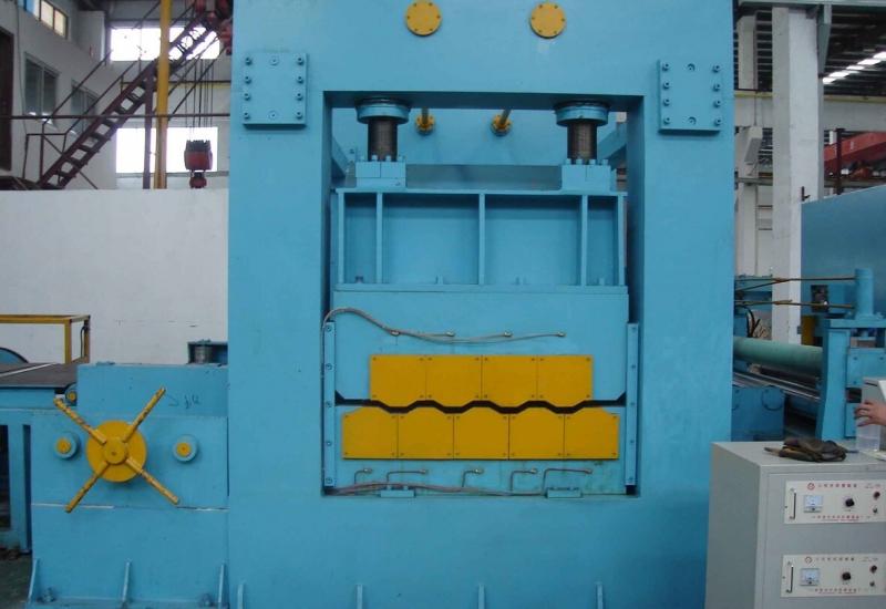 Máy cắt tôn cuộn